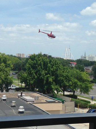 Rosen Inn at Pointe Orlando: Helicopter rides right next door