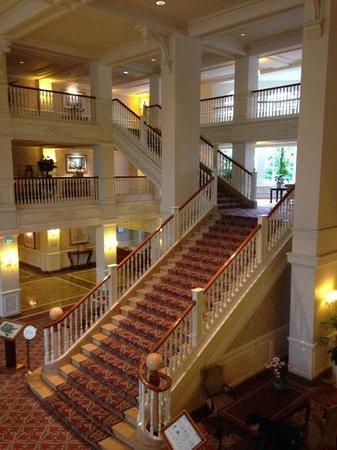 Disneyland Hotel : staircase
