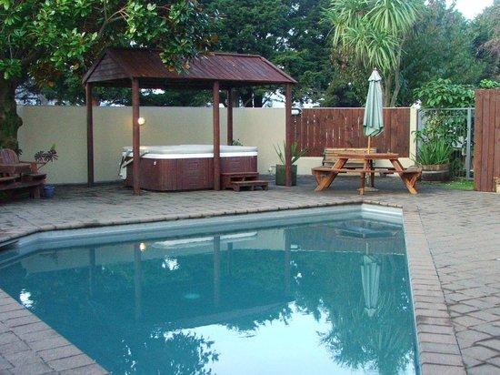 Comfort Inn Academy : Swimming pool & spa pool