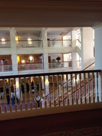 Disneyland Hotel : outside the lift