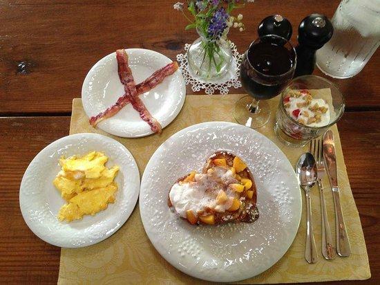 Cottonwood Inn : One of three of my EXQUISITE breakfasts.