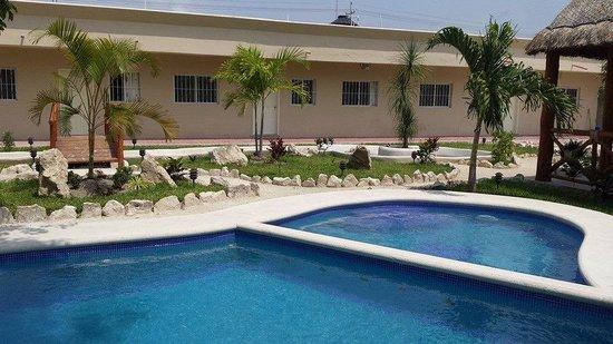 Hostel Agua Viva: Picina y area verde