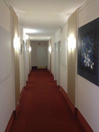 Carat Hotel & Apartments München: Pasillo de la 3 planta