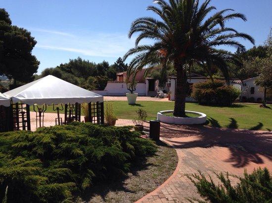 Hotel Ollastu Residence: Central garden