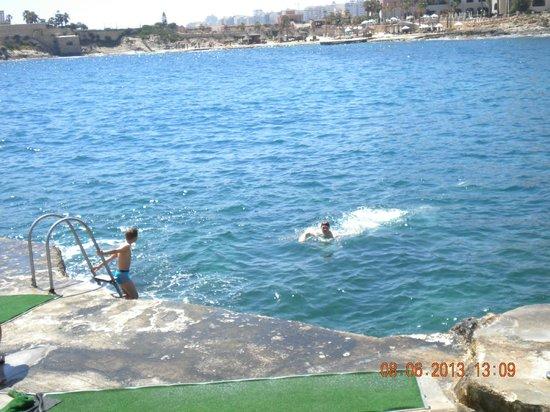 The Westin Dragonara Resort, Malta: Пляж в отеле