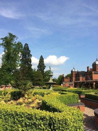 Hoar Cross Hall Spa Hotel: Rear gardens