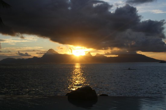 InterContinental Tahiti Resort & Spa : Sunset over Moorea