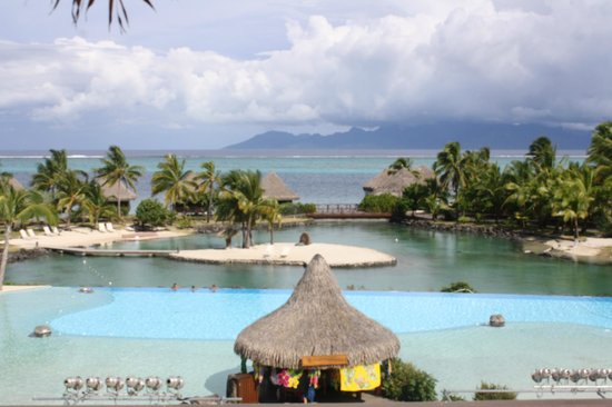 InterContinental Tahiti Resort & Spa : Main pool & view of Moorea