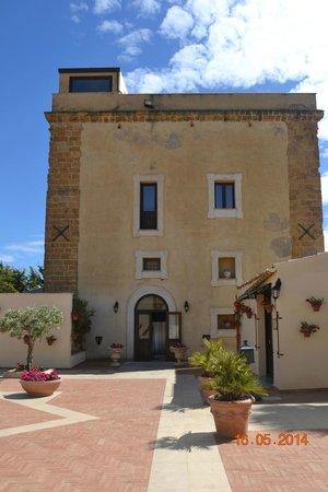 Foresteria Baglio Della Luna: The original tower of the manor house