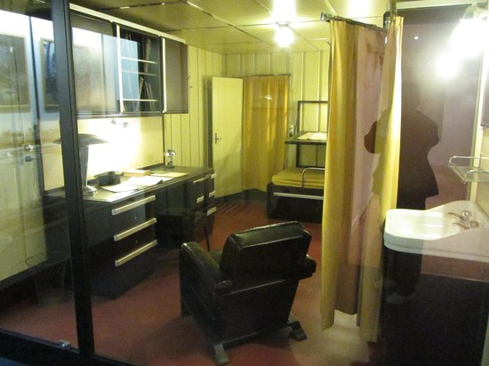 Musée de la Marine : Captain's cabin of WW2 destroyer Mogador