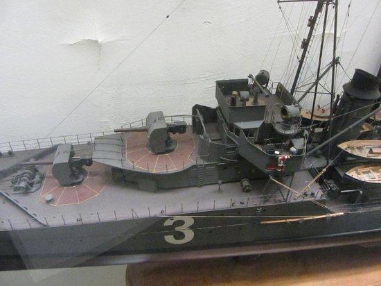 Musée de la Marine : Detail of 1/75th scale model of destroyer Le Tigre
