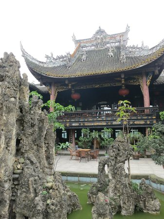 Wangye Temple: Entrance courtyard around pond