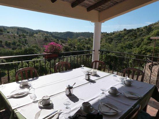 Herdade da Corte: breakfast on the veranda