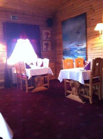 Salthusid: quaint dining room, candles, wine list