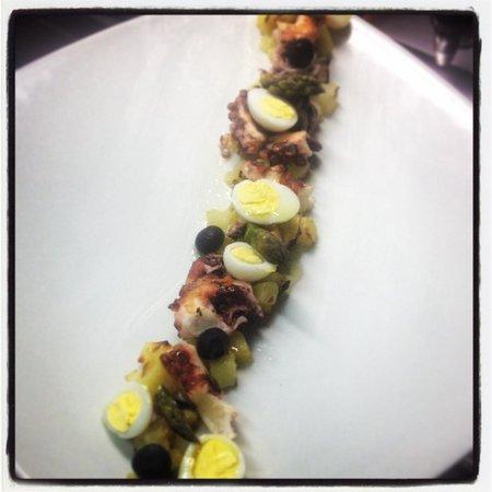 Porca Miseria : Polpo con patate,punte d'asparagi,uovo di quaglia e mirtilli!!