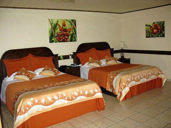 Los Lagos Hotel Spa & Resort: Zwei große Betten im Zimmer 203