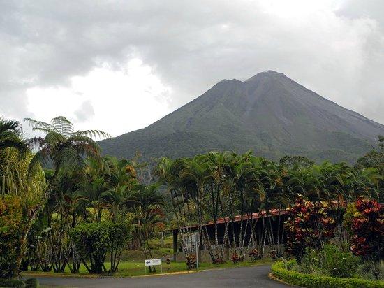 Los Lagos Hotel Spa & Resort: Der Vulkan Arenal vor den Regenwolken