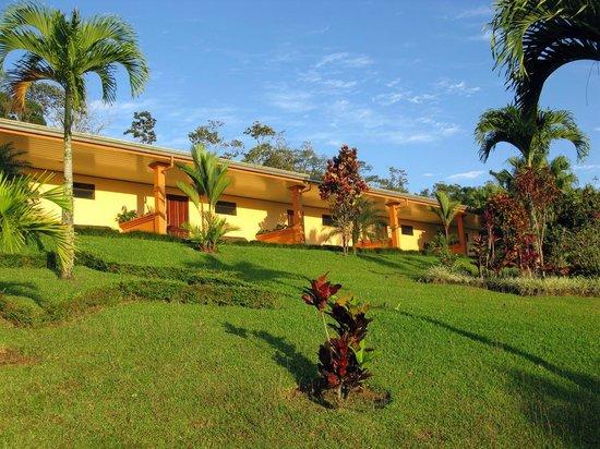 Los Lagos Hotel Spa & Resort : Blick auf unsere Terrasse vom Garten aus