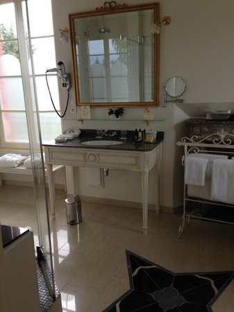 La Villa Eugene: Sink/Vanity