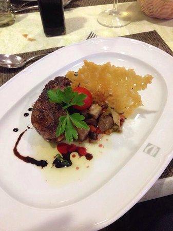 Dream Gran Castillo Resort : Steak from Italian restaurant