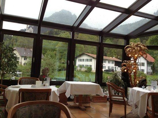 Hotel Mueller: Vista del Castillo desde el salón de desayuno
