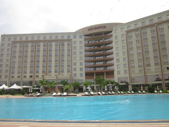 Movenpick Ambassador Hotel Accra : View from the pool