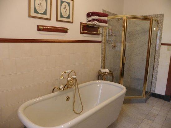 Lehmann House Bed & Breakfast: Presidents' Room Bathroom