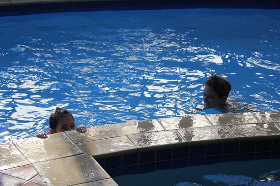 Park View Motor Lodge: Family fun in the pool