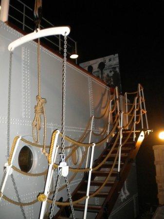 Galata Museo del Mare : Вход на корабль (внутри музея)