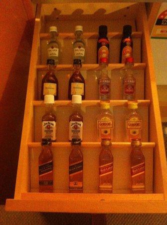 Amora Hotel Jamison Sydney: Mini bar