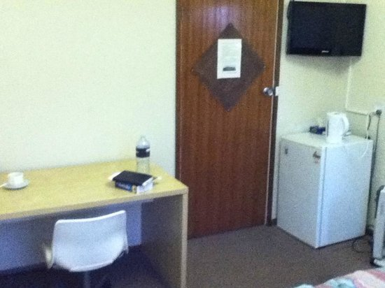 Grand Terminus Hotel: private bathroom is a plus.