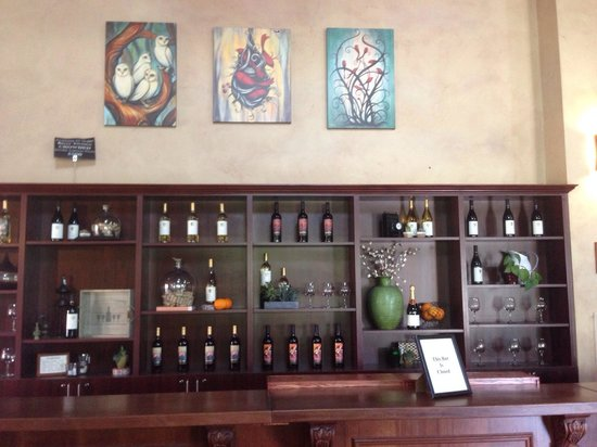 Wiens Family Cellars - Winery: Wine tasting area