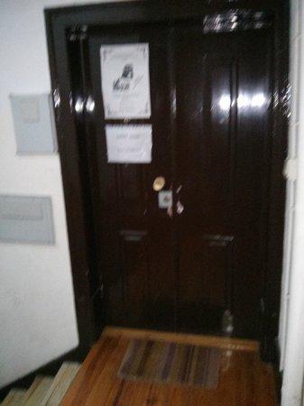 Sweet Home Hospedagem Hostel: Puerta del hostal