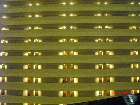 Hyatt Regency Houston : Rooms across the atrium