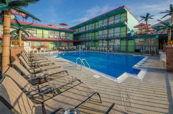 Le Voyageur Motel: Motel View