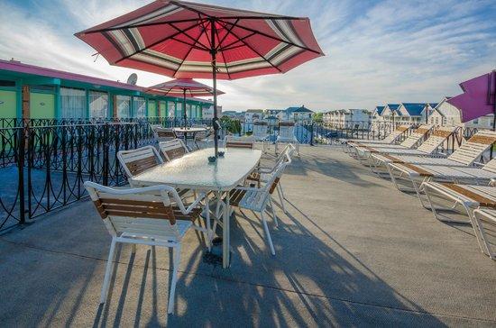 Le Voyageur Motel: Sun Deck