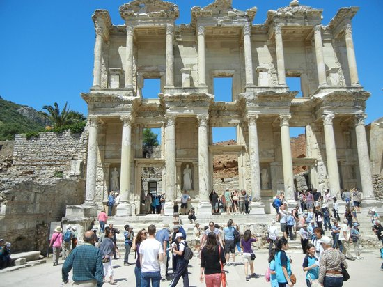 Ephesus Deluxe Tours: Celsius library