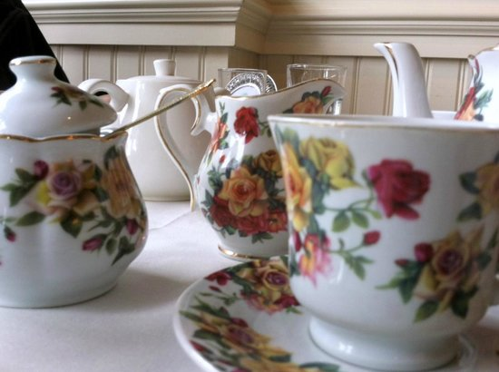 Chat Noir: Beautiful china and tea service