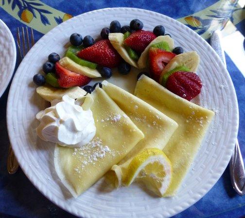 Brighton Inn : Lemon Crepes with Fresh Fruit