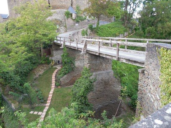 Burghotel Auf Schönburg: Bridge leading to castle