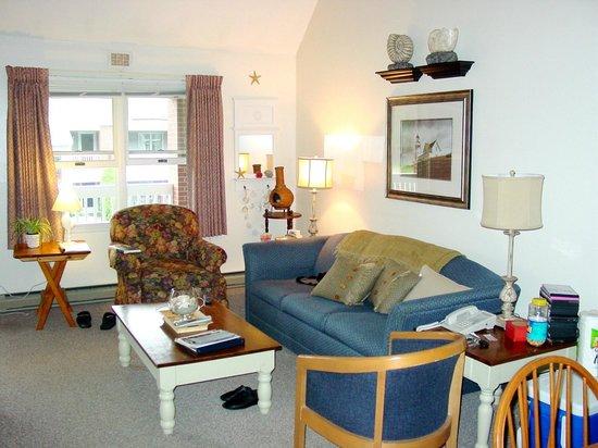 Elmwood Resort Hotel: Living Room