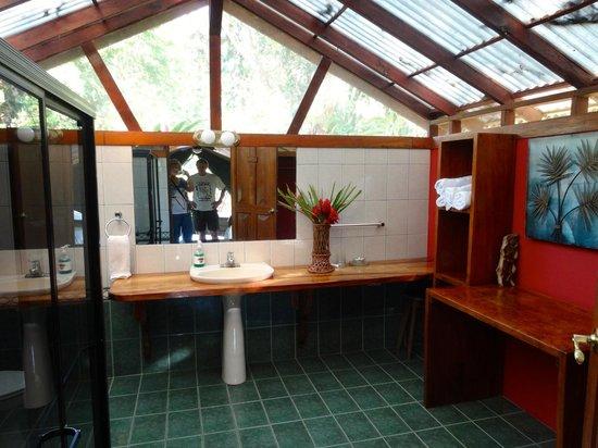"Rafiki Safari Lodge : Spacious Bathroom -- This is ""Glamping""!"