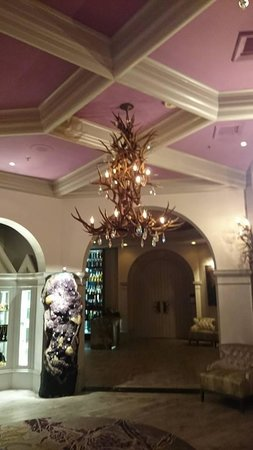 Castle Hotel, Autograph Collection: chandelier in lobby