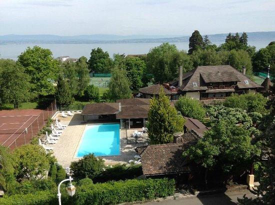 Hotel de la Verniaz et ses Chalets : View of pool and gardens