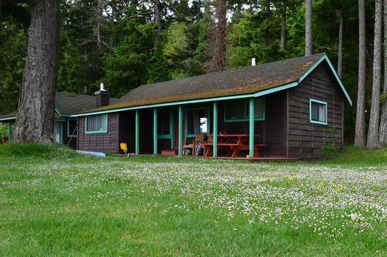 The Alders Beach Resort: 'Spruce', our cute 2 bedroom cabin