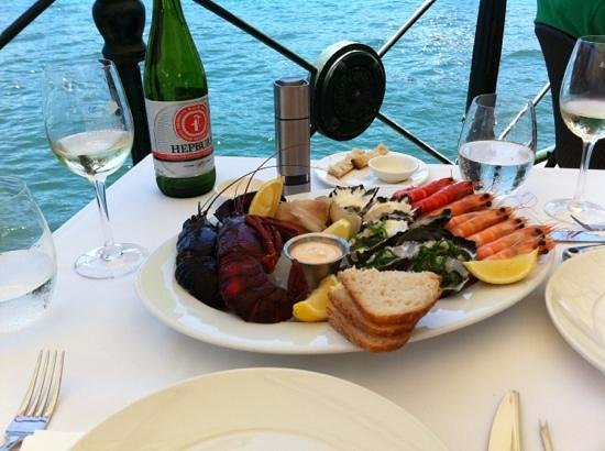 Sydney Cove Oyster Bar: Seafood by the water