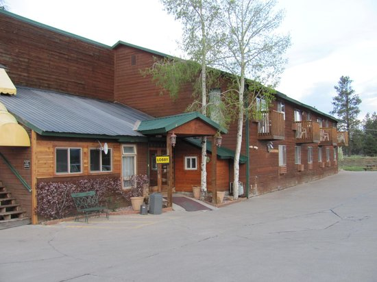 Alpine Inn: Hotel outside