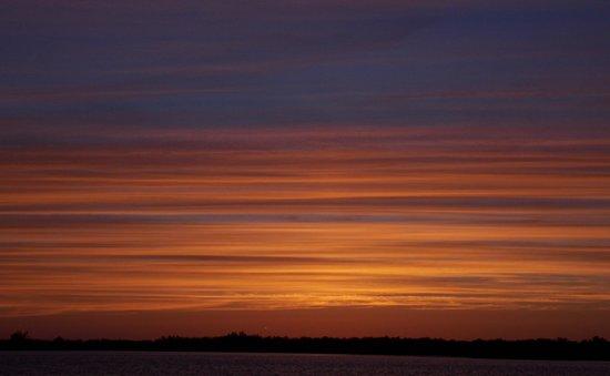 Seahorse Cottages: sunset off sanibel