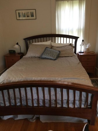 Chesley Road Bed and Breakfast: our room
