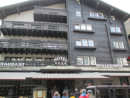 Hotel Walliserhof Zermatt: the hotel front
